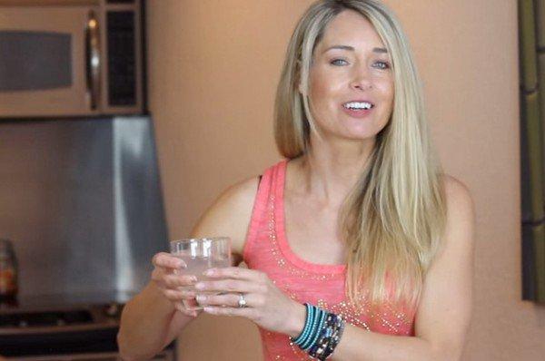 Buvez un verre d'eau citronnée pendant 28 jours et vous expérimenterez ces nombreux changements physiques