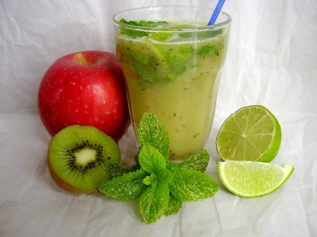 smoothie-caiman-pomme-kiwi-menthe-citron-vert.640x480