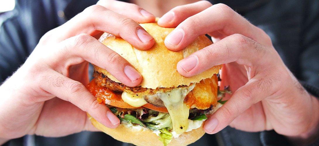 Pourquoi vous avez envie de burger et de pizza sans arrêt ? Voici la raison!