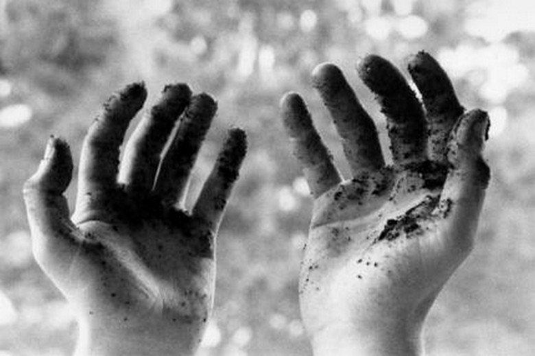 Surprenant mais réel: Mettre les mains dans la terre rend heureux et intelligent…