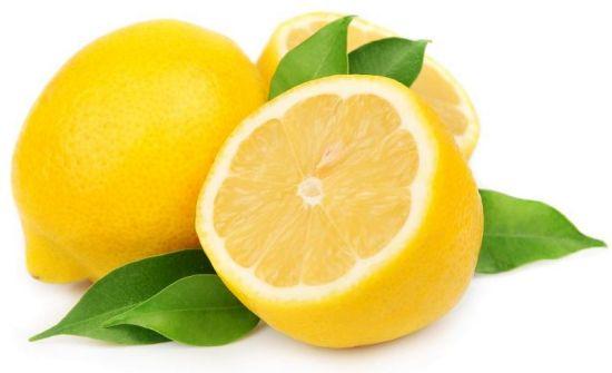 Le citron, petit agrume très riche en fibres et vitamine C, aide à la digestion, mincir…