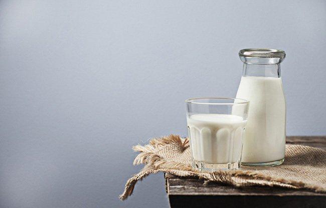 5 mythes ridicules au sujet du lait de vache qu'on nous a fait croire tout au long de notre vie!