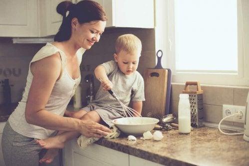 le bonheur d'être mère pour une femme