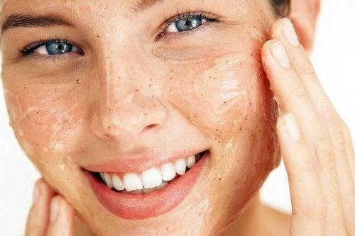 exfoliation de la peau autour des yeux