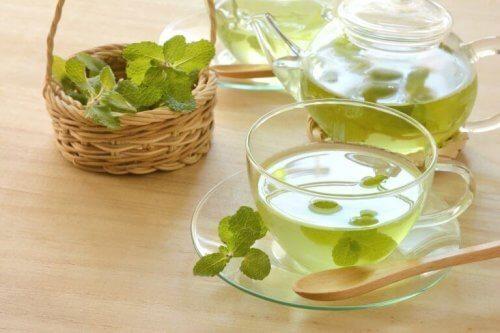 le thé à la menthe contre l'indigestion