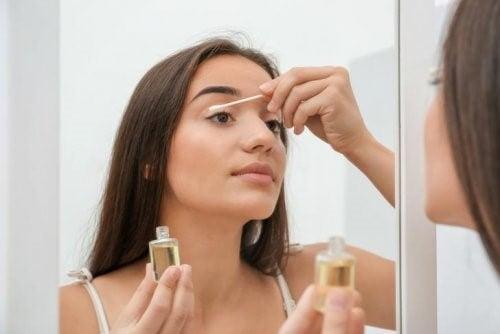 nettoyer votre visage avec des huiles
