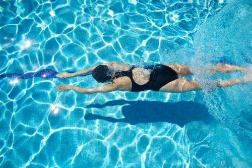 apprendre à nager dans une piscine