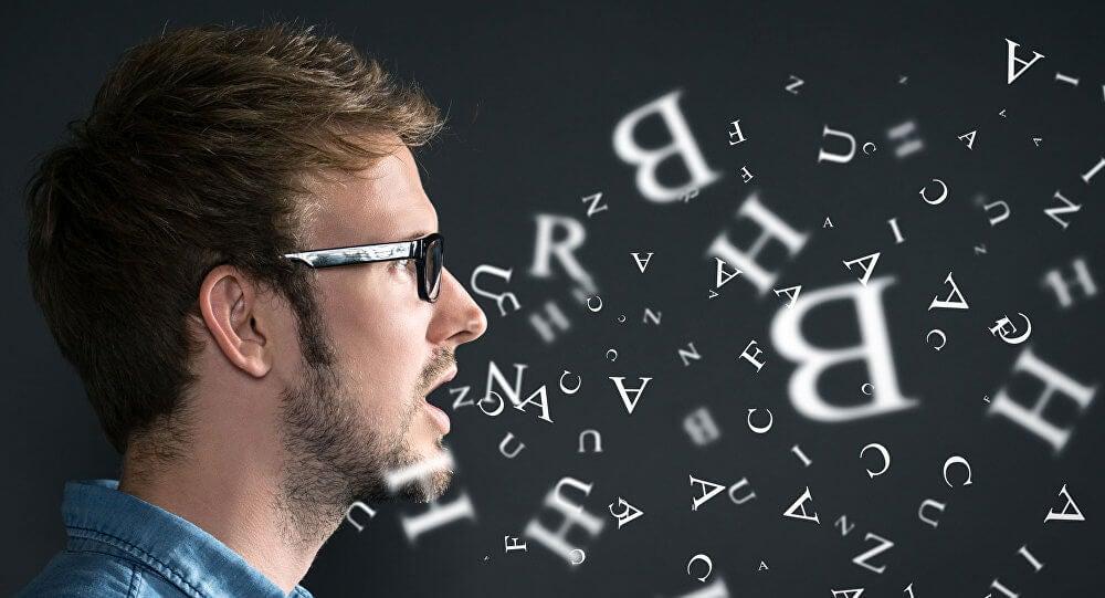 le ton de la voix d'une personne qui ment varie